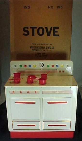 Toy Wolverine Tin Stove & Original Box Red Handles Pots Pans Excellent