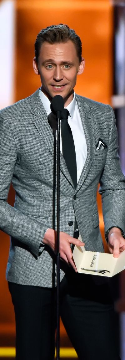 Tom Hiddleston attends the 51st Academy of Country Music Awards on April 3, 2016. Full size image: http://ww3.sinaimg.cn/large/6e14d388gw1f4v32tu8naj21os2bcu0x.jpg Source: Torrilla, Weibo