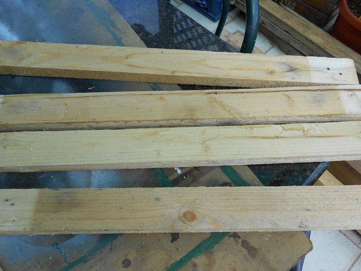 Dalle stecche riciclate dai pallets al pannello con morsetti e colla vinilica D2