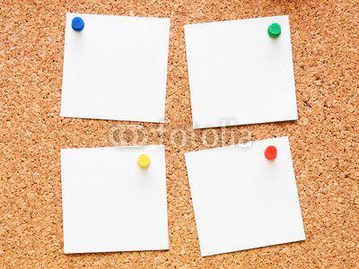 Pinwand mit Notizzettel