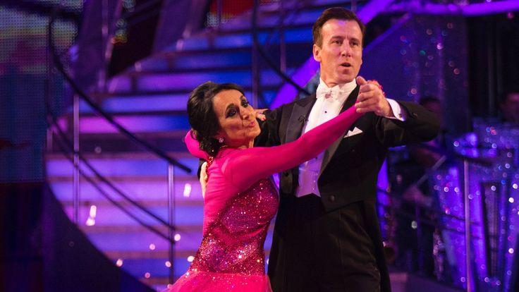 Lesley Joseph & Anton Du Beke dance the Waltz to 'What'll I Do?' - Stric...