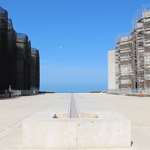 Salk Institute, I have to come back soon !!! to see this great architecture without scaffolding !!! ... the museum of contemporary art in La Jolla was closed as well 😫 because of renovation !!! #lajolla #salkinstitute #sandiego #lajolla #architecture #architecturephotography #scaffolding #california #travel #outandabout #wanderlust #noluck #louiskahn #lajollalocals #sandiegoconnection #sdlocals - posted by Anja Knoth  https://www.instagram.com/anjaknoth_gl. See more post on La Jolla at…