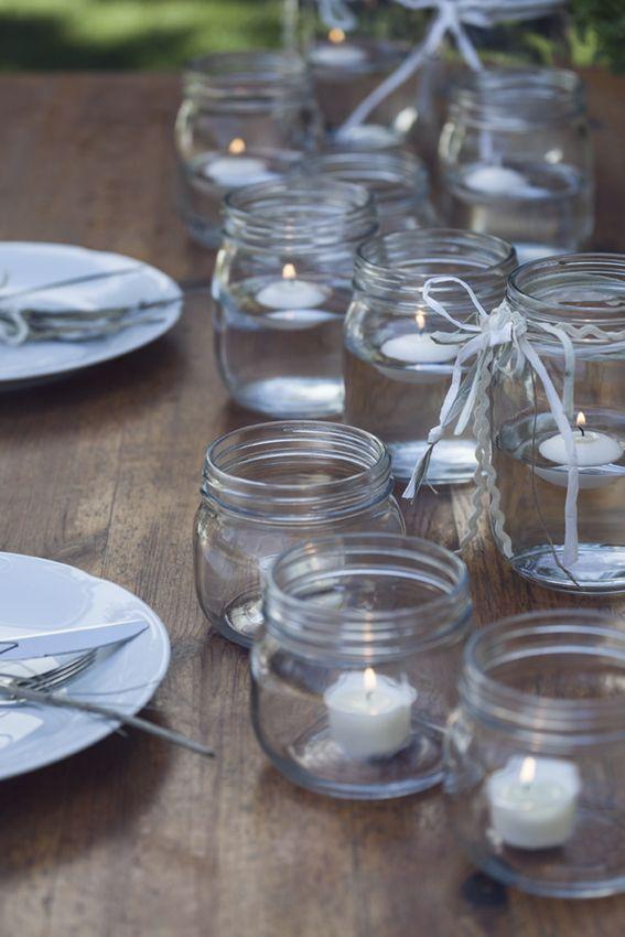 Detalles simples y con buen gusto pueden darle el toque especial a tu mesa. Todo de muy mucho. #cristal #velas #platos #mesa #decoración #detalles #estilismo #cena #hogar #exterior #interior