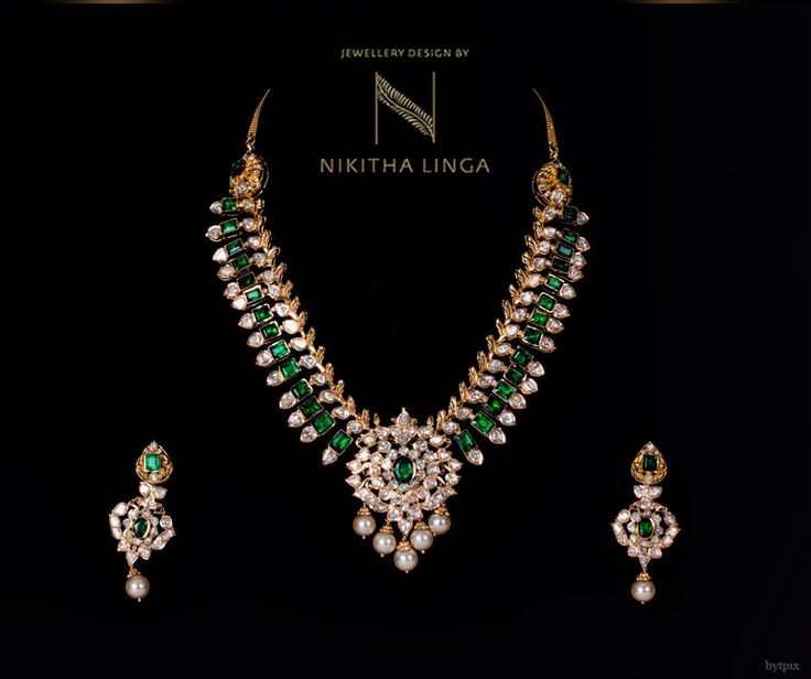 This festive season we bring to you a new collection and beautiful fusion of gold and diamonds. FestivalCollection JewelSet Gold Jewellery NikithaLinga 13 October 2016