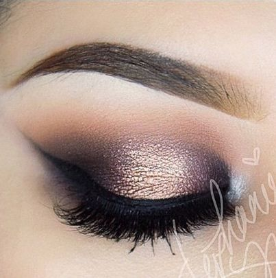 Cómo hacer un maquillaje de ojos para la noche que se vea espectacular