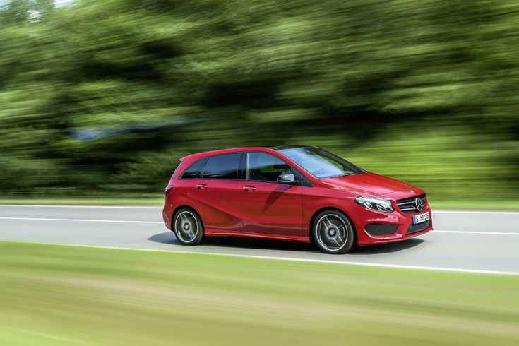 Mercedes-Benz B-Class model year 2014, B 250 4MATIC, jupiterrot, AMG Line, exterior [Fuel consumption combined: 6,7-6,5 (l/100 km) CO2 emission combined: 156-154 g/km] #mbhess #mbcars #mbbclass