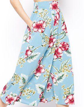 ASOS | ASOS - Pantaloni al polpaccio con stampa hawaiana tropicale su ASOS
