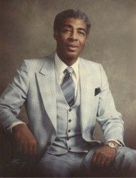 Clergyman & writer, Kelly Miller Smith Sr (1920-1984), became the 1st Black faculty member in the Vanderbilt University Divinity School (TN) & later became assistant dean. Born in Mound Bayou, MS, Kelly Miller Smith Sr was Martin Luther King's associate in Nashville during the civil rights struggle of the 1960s #BlackHistory #BlackExcellence #BlackHistoryIsAmericanHistory #BlackHistoryRocks #todayinblackhistory #BlackHistoryIsEveryonesHistory #BlackFact #BlackHistoryIsEveryDay #BlackFacts
