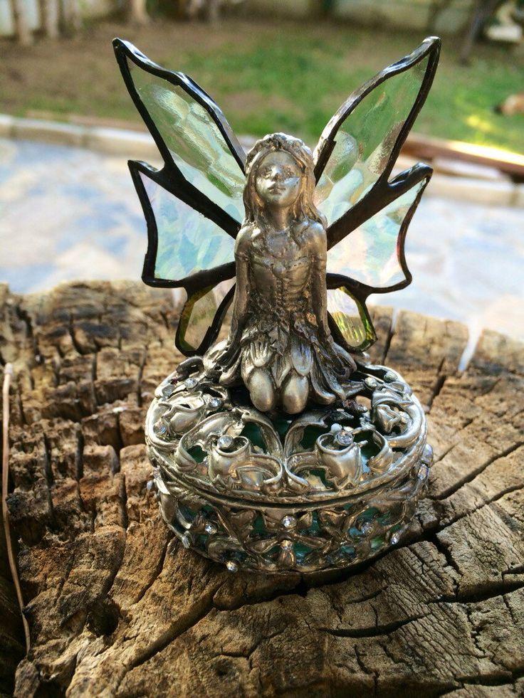 Een persoonlijke favoriet uit mijn Etsy shop https://www.etsy.com/listing/254213711/tiffany-angel-stained-glass-tiffany