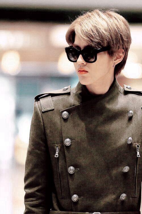 Kris being an airport fashion model again | Taoris = Tao ...