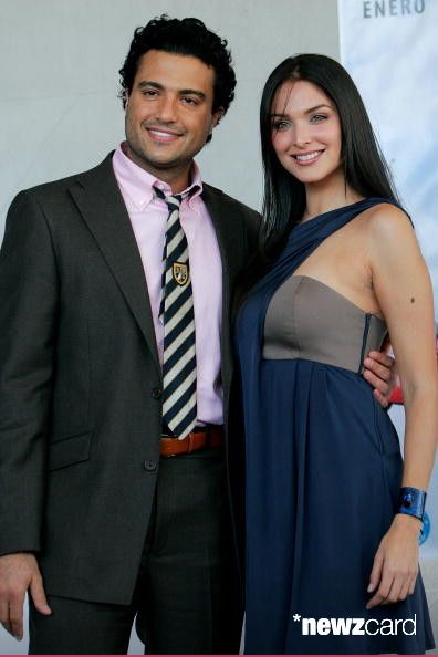 Actors Blanca Soto (R) and Jaime Camil (L) attend a press conference to launch the movie 'Regresa' at Habita Hotel on January 18, 2010 in Mexico City, Mexico. (Photo by Hector Vivas/Jam Media/LatinContent/Getty Images)