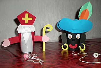 #knutselen met kinderen tijdens #sinterklaas #DIY Sint en Piet beker vangspel