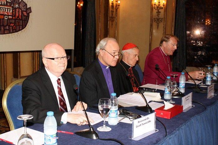 Ai membri dell'AEI: l'Alleanza Evangelica Mondiale porta alla religione unica mondiale -----  A settembre 2013 Geoff Tunnicliffe, segretario generale dell'Alleanza Evangelica Mondiale (di cui fa p...