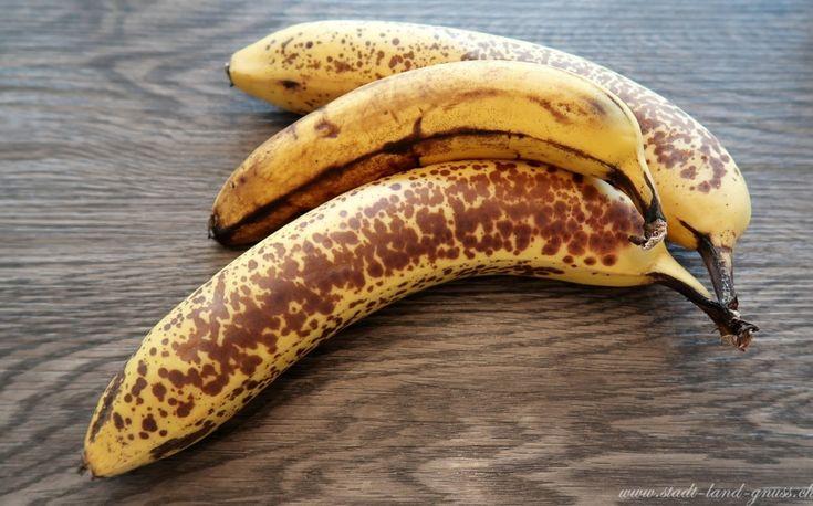 Reife bananen eignen sich super zum Backen da sie sehr süss sind und somit beim Backen weniger Zucker benötigt wird. Ein Rezept für feinen Bananenmuffins mit Schokolade gibts jetzt auf dem Blog.