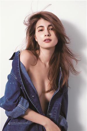 胸元あらわ…マギー、感激の「ViVi」初単独表紙でセミヌード - SANSPO.COM(サンスポ)