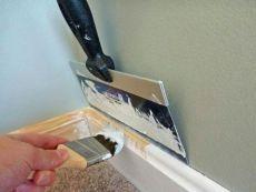 Как покрасить деревянный плинтус и не измазать краской все вокруг