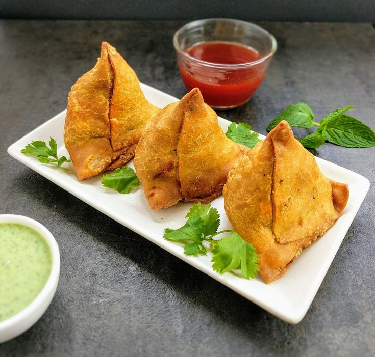 Samosa is one of the most popular Indian snacks made of a crispy and flaky deep fried pastry stuffed with a spicy potato filling.