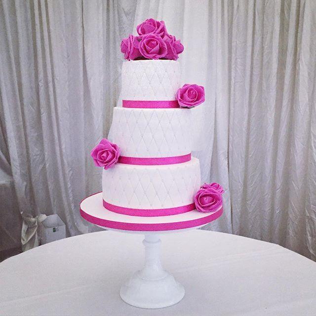 Lisa & Chriss 3 tier quilted wedding cake from back in November. Set up at the gorgeous @cotswoldshotelandspa  #cartertonweddingcakes #cake #cotswoldweddingcakes #oxfordshireweddingcakes #wedding #nakedcake #oxfordshirecakedesigner #buttercreamweddingcakes #lecakecraft #weddingcakes #weddingcake #weddingcakesideas #rusticweddingcakes #cartertoncakes #cartertonsleadingcakemaker #cakedesign #cakesofinstagram #cakeart #weddingevent #instacake #weddingday #weddinginspiration #cakelove…