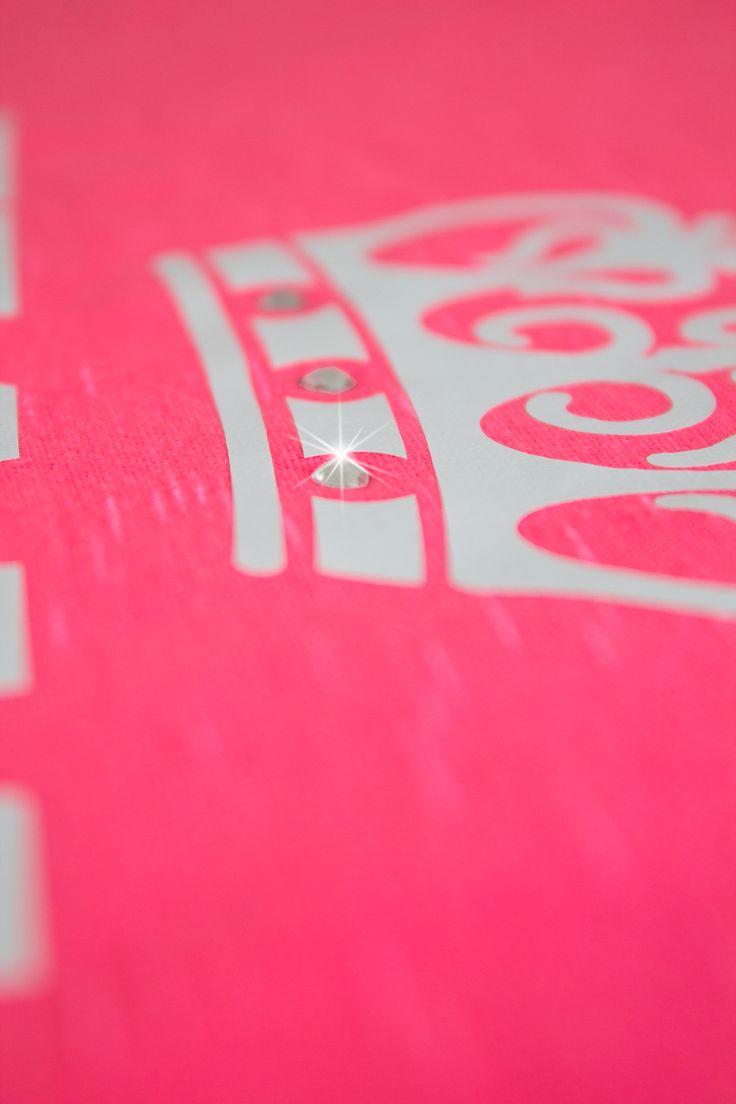 Camisetas e Regatas Personalizadas para sua festa de Team Bride. Você pode escrever qualquer frase na camiseta. Pode-se estampar na frente e nas costas. Modelos exclusivos e matéria prima importada. Ótimo acabamento. Novidade: Aplicação de Strass. Tamanhos P, M, G e GG  Maiores Informações por Whatsapp (11) 98950-2535 ou www.santadespedida.com.br  #camiseta  #regata  #tee  #t-shirt  #camista  #team  #bride  #teambride  #casamento  #wedding  #despedida  #solteira  #bachelorette    #strass…