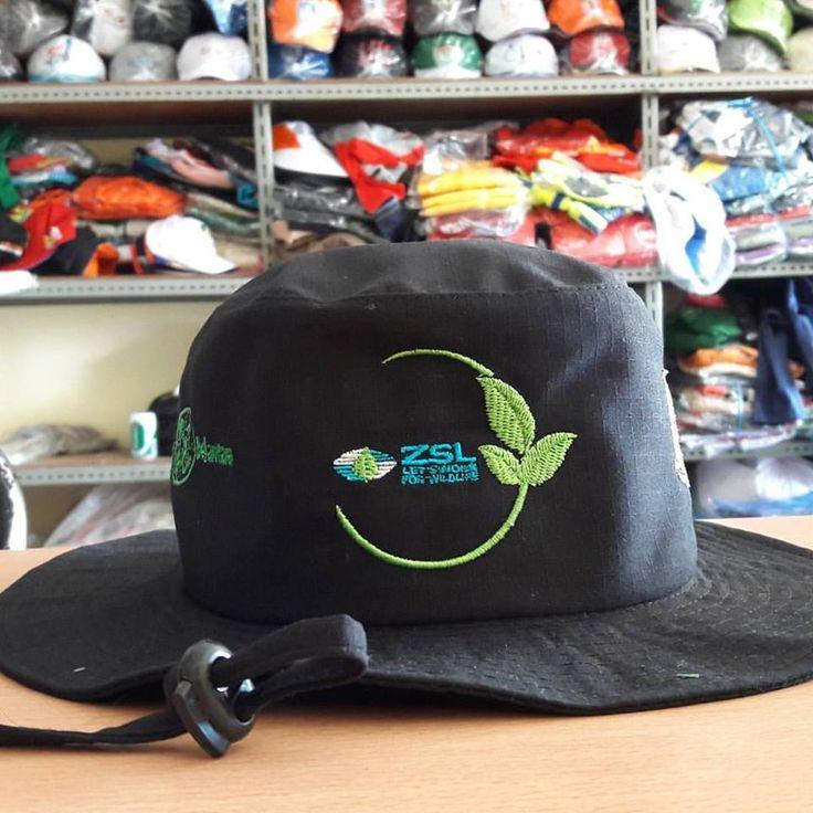 Keuntungan Memesan Topi Di Tempat Buat Topi untuk acara kasual memiliki banyak jenis, ingin membuat topi dapat menghubungi CS Gesit Konveksi 085222213999