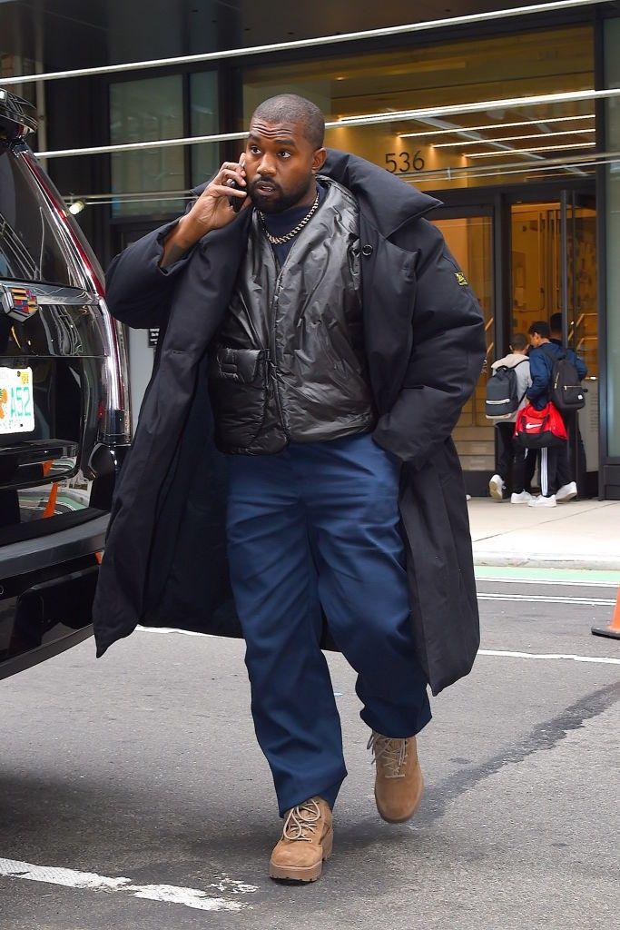 Acoes Da Gap Sofrem Tombo Apos Comicio De Kanye West Em 2020 Kanye West Yeezy Gap