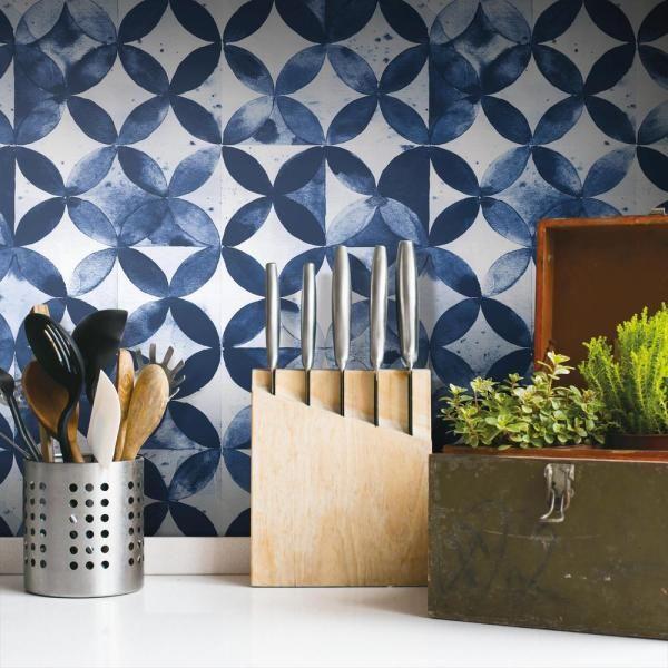 Roommates 28 29 Sq Ft Paul Brent Moroccan Tile Peel And Stick Wallpaper Rmk11354rl The Home Depo Peel And Stick Wallpaper White Moroccan Tile Moroccan Tile