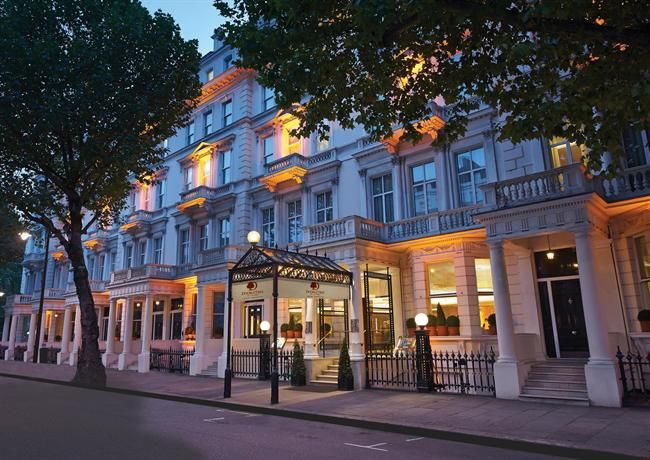 Situated in London, DoubleTree by Hilton Hotel London - Kensington offers stylish, 4-star accommodation close to the Baden-Powell House. It is located a brief walk from the Natural History Museum London and the Victoria and Albert Museum.