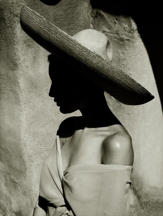 Charlotte, Tina Modotti Story, Arizona, 1988. Photo by Albert Watson.
