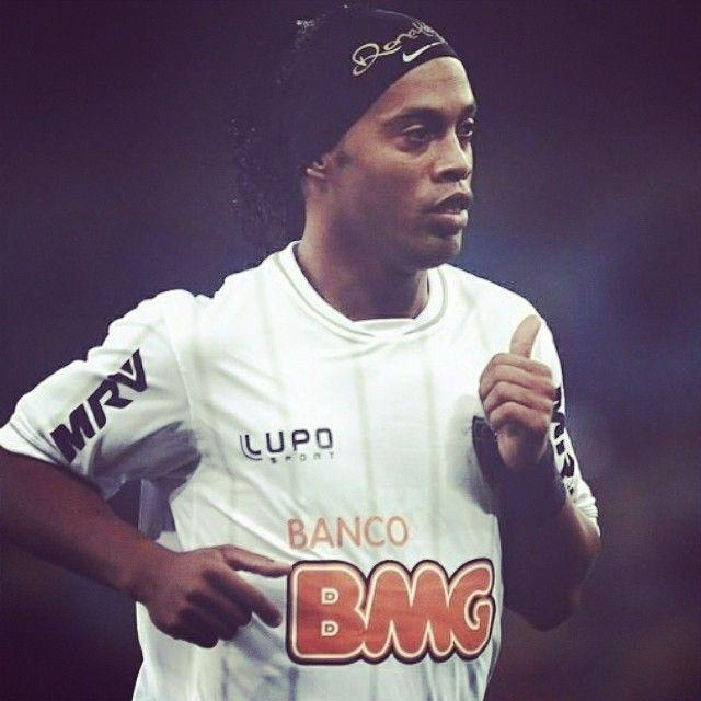 UFFICIALE: #Ronaldinho rescinde con l'#AtleticoMineiro ed è quindi sul mercato! Chi ne approfitterà?! // OFFICIALE: Ronaldinho interrupted his contract with #Atletico #Mineiro and is now a free agent. Who will grasp the occasion?
