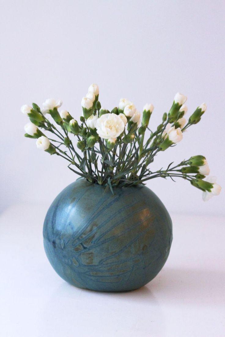 Round vase by Mikaela Puranen