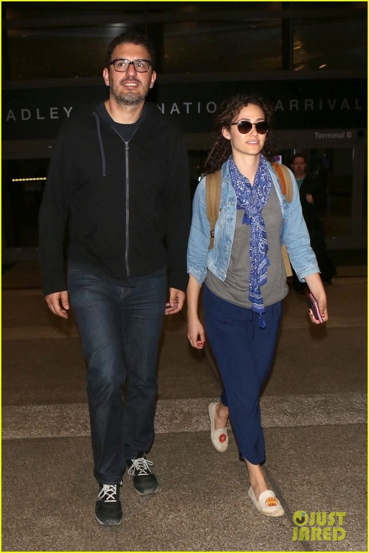 Emmy Rossum & Husband Sam Esmail Return Home from Thanksgiving Getaway | emmy rossum sam esmail return home from thanksgiving getaway 06 - Photo