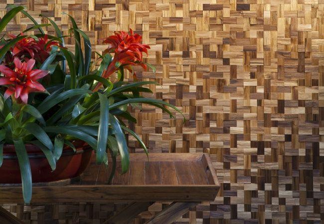decoração de parede com mosaico de madeira