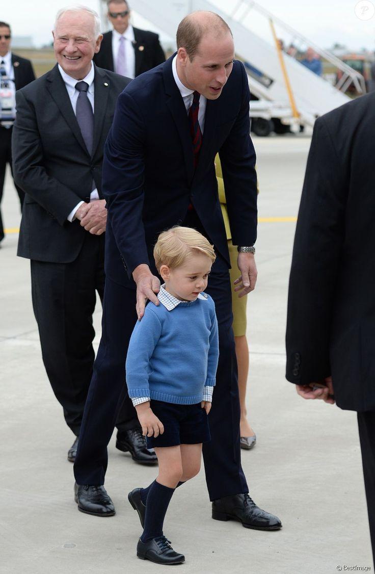 Le prince William, duc de Cambridge et Kate Middleton, duchesse de Cambridge, accompagnés de leurs enfants, le prince Georges et la princesse Charlotte, visitent la Colombie-Britannique et le Yukon au Canada. Le couple royal est arrivé à l'aéroport de Victoria où il a été accueilli par le Premier ministre Justin Trudeau et sa femme Sophie Grégoire Trudeau. Canada, le 24 septembre 2016.