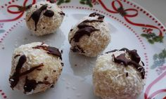 Lehké a zdravé citronové kokosovo-mandlové kuličky bez cukru a tuku....