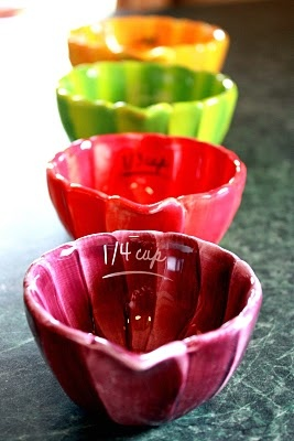measuring cups..oh, how I want these!! :)