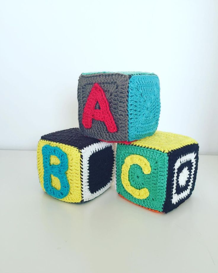 #crochet #alfabet #crochetaddict #crochetlove #crocheting #instacrochet #klodser #babylove #babytoy #babystuff #hæklet #hæklerier #hækle #hækletlegetøj #babylegetøj #handmade by fasters_pind