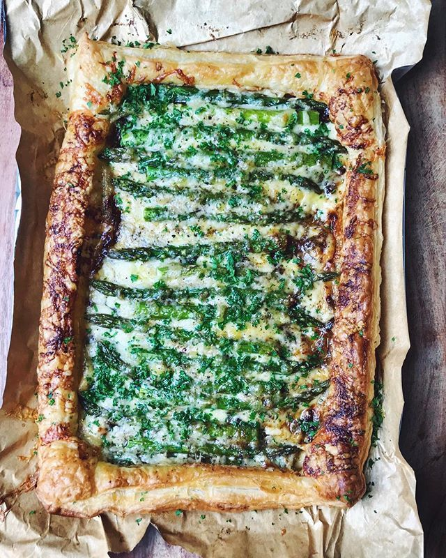 Caramelized Onion, Asparagus And Cheddar Tart  via @feedfeed on https://thefeedfeed.com/hugdecook/caramelized-onion-asparagus-and-cheddar-tart