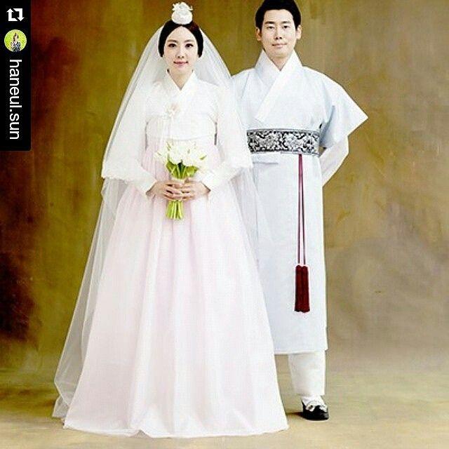 @haneul.sun  감사합니다 #루브르네프 #웨딩 #촬영 세 상 에 서 가 장 아 름 다 운 천 의 무 봉 한 복 #ChoYoungki#artist#hanbok#designer#korea#vogue#magazine#fashion#trend#fashiondesigner#model#dress#traditional#clothes#천의무봉#생활한복#조영기#디자이너#한복#디자인#해만#국악#살풀이#허리치마#전통#해밀핏#당의저고리