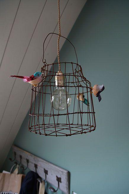 Dit wordt de lamp boven het zitje in de camper.