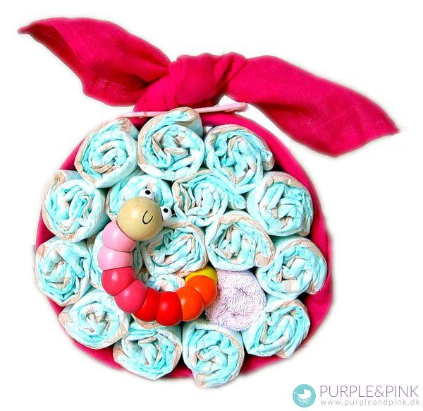 Æble Diaper Cake med sød kålorm - sød som dåbsgaver og barselsgave. #blekager #diapercake #barselsgaver