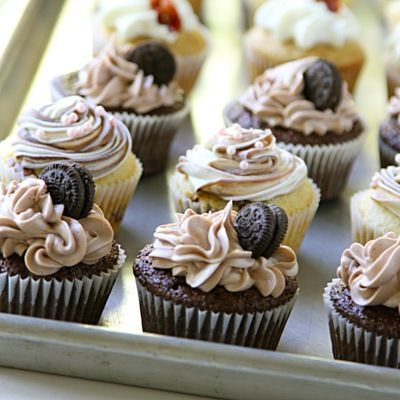 "I love this ""imperfect"" swirly frosting look.: Butter Cupcakes, Chocolate Cupcakes, Swirls Cupcakes, Chocolates Cupcakes, Frostings Tips, Cupcakes Recipes, Cupcakes Chocolates, Maple Bacon Cupcakes, Oreo Cupcakes"
