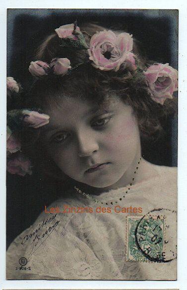 Carte postale ancienne | Fillette au visage triste | Collier | 1907