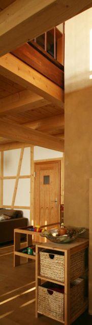 Massivholzhaus, das die vorzüglichen Eigenschaften des Baustoffs Holz bei der Speicherung von Feuchtigkeit und Wärme nutzt mit einem ausgeglichenen Feuchtehhaushalt