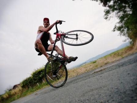 Clin d'œil de Sylvain Boisset, Team Raid Merrell, à l'occasion de la victoire du français Christophe Riblon de l'étape mythique de l'Alpe d'Huez ! #tourdefrance #teamMerrell