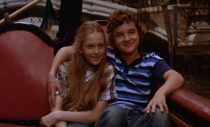 13살 소년의 풋풋한 로맨스 이야기, 리틀 로맨스(A Little Romance, 1979) 13살 사춘기 시절 풋풋한 첫사랑.... 아니 짝사랑 기억 나시나요? 그런 순수함과 설렘을 다시 느낄 수 있는 영화 명작, 리틀 로맨스입니다. 풋풋한 사랑이야기 준비되셨다면 비플릭스 무료영화로 만나보실 수 있습니다. <리틀 로맨스 줄거리> 다니엘 미천은 13살 소년..
