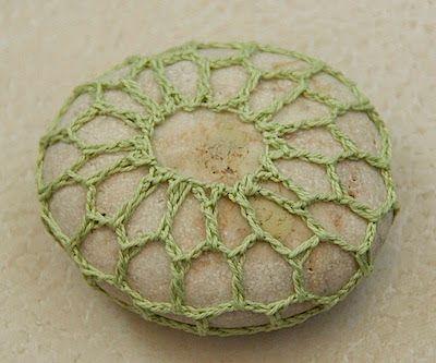 Tarja's Snowland: Virkattuja kiviä! / crochet stones!