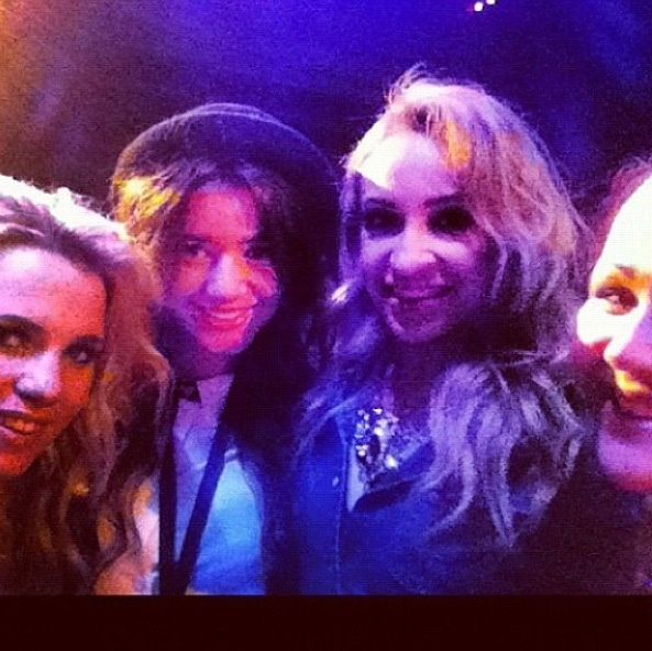 el just posted this on instagram! love that her and dani got to go to the concert together :)