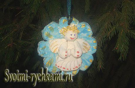 Рождественский медальон с изображением ангела