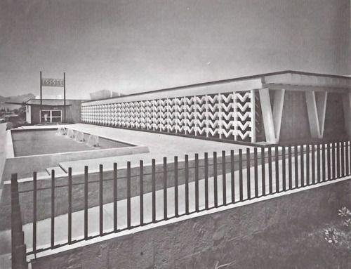 Fachada principal, Hospital General de Ciudad Juárez (ISSSTE), Envolvente Conjunto Pronaf 4, Ana Elena Auza, Ciudad Juárez, Chihuahua, México 1964  Arq. Enrique Yáñez -  Main facade, General Hospital of Cuidad Juarez, Chihuahua, Mexico 1964