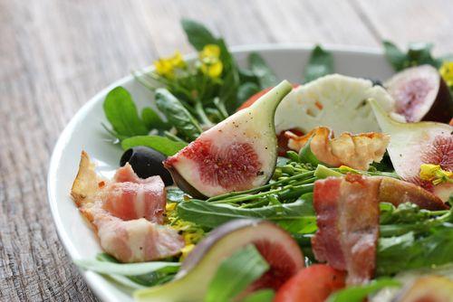 春の食卓を華やかに彩る簡単激ウマな菜の花サラダレシピつ